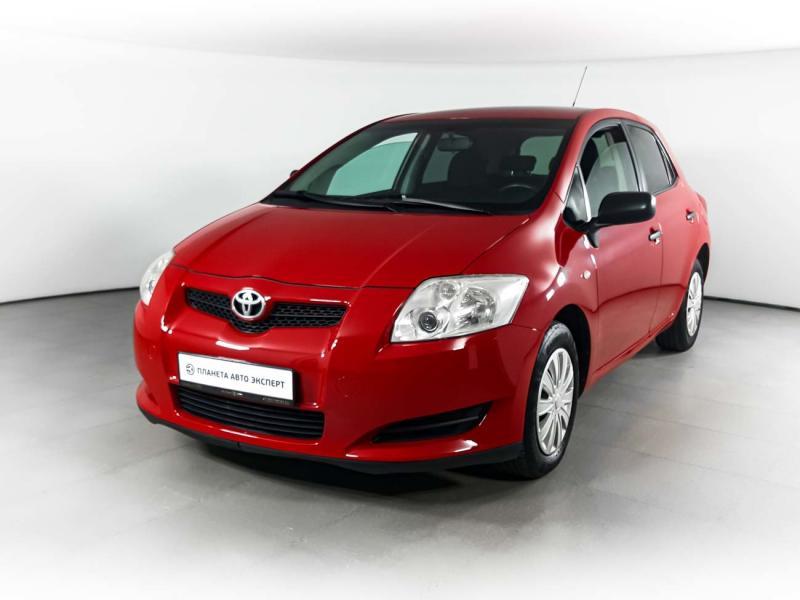Toyota Auris 1.4 D-4D 5MT (90 л. с.)
